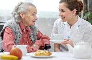 services - aide et surveillance à la bonne prise alimentaire