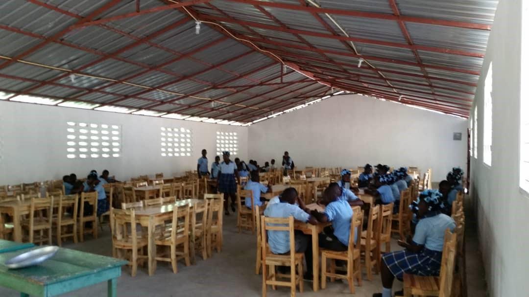 Le Temps des Violettes fait un don à l'école Saint Ignace de Loyola à Haïti